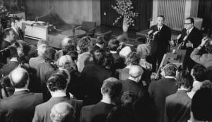 Bundesarchiv_Bild_183-L1221-0020__Berlin__Grundlagenvertrag__Pressekonferenz
