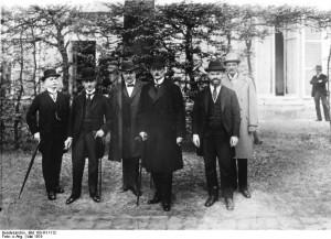 Versailles, Gruppenbild deutscher Friedensverhändler