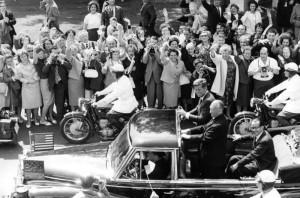 Adenauer & Kennedy Bundesarchiv_B_145_Bild-F015727-0009,_Staatsbesuch_Präsident_der_USA,_Kennedy