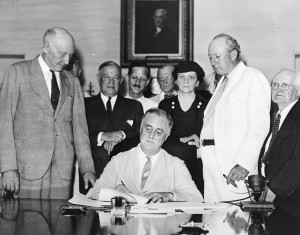 1527px-Signing_Of_The_Social_Security_Act